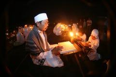 Leitura do quran do Al Fotografia de Stock