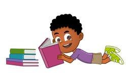 Leitura do rapaz pequeno Imagem de Stock