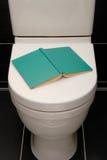 Leitura do toalete. Fotografia de Stock Royalty Free