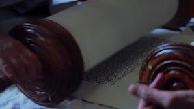 Leitura dos rolos com o Torah video estoque