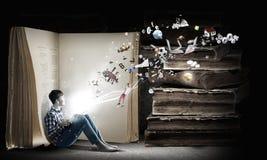 Leitura e imaginação Foto de Stock Royalty Free