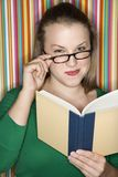 Leitura fêmea. Foto de Stock Royalty Free
