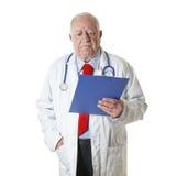 Leitura isolada sênior do doutor Imagem de Stock Royalty Free