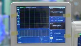 Leituras do monitor paciente durante a cirurgia video estoque