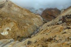 Leje się od stapiania lodowowie na aktywnym wulkanie Mutnovsky Obrazy Stock