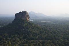 Lejon vaggar Sigiriya, Sri Lanka royaltyfria foton