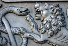 Lejonet tafsar Konung Cannon i MoskvaKreml Fotografering för Bildbyråer