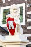 Lejonskulptur av stadshuset av Alkmaar, Nederländerna Royaltyfri Fotografi