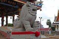 Lejonskulptur som ska blockera all farligt som ska nås i området fotografering för bildbyråer