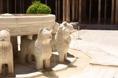 Lejonspringbrunn i Alhambra Castle, Spanien Arkivbilder