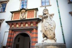 Lejonstaty på den kungliga Palacen Arkivfoton
