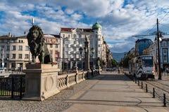 Lejonstaty på lejonbron i Sofia, Bulgarien royaltyfri foto