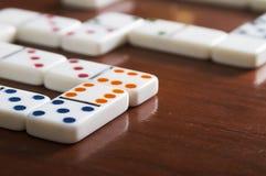 Lek av dominobrädet med inget fotografering för bildbyråer