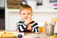 Lek för barn` som s drar Arkivbilder