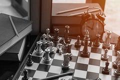 Lek för schack för affärskonkurrens svartvit var bransch r arkivbilder