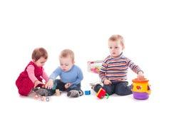 Lek för tre barn fotografering för bildbyråer