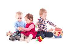 Lek för tre barn royaltyfri bild