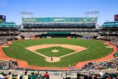 Lek för dag för stadion för Oakland Coliseumbaseball Royaltyfri Fotografi