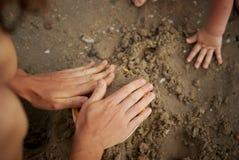 Lek i sanden Fotografering för Bildbyråer