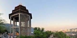 Lek Kok Si Buddhist tempel ovanför Penang, Malaysia Arkivbild