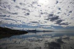 Lek wyspa, Norwegia, wybrzeże z niebem Obraz Royalty Free