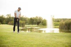 leka barn för golfman Arkivfoton