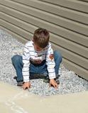 leka barn för pojke arkivbilder