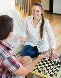 leka barn för schackpar Royaltyfri Bild