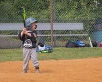 Leka baseball för barn Arkivfoto