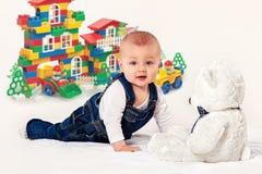 leka för barn som är litet Fotografering för Bildbyråer
