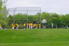 leka för baseballungar Royaltyfri Foto