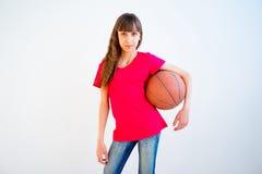 leka för basketflicka Fotografering för Bildbyråer