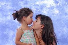 leka för dottermoder fotografering för bildbyråer