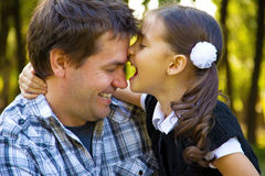 Leka för fader och för dotter Royaltyfri Bild