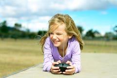 leka för flicka royaltyfri bild