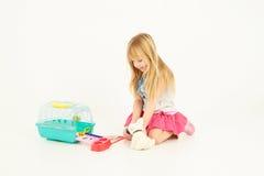 leka för flicka royaltyfri fotografi