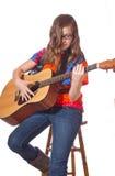 leka för flickagitarr som är teen Royaltyfri Bild