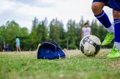 leka för fotboll Royaltyfria Foton