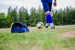 leka för fotboll Royaltyfri Fotografi