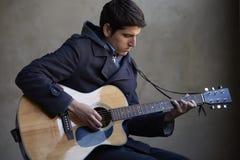 leka för gitarr Arkivbilder
