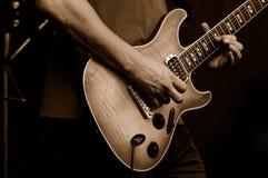 leka för gitarrist arkivfoton