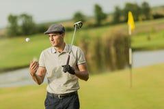 leka för golfman Royaltyfri Foto