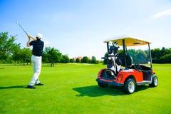 leka för golfman Royaltyfria Foton