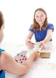 leka för kortspelungar royaltyfri fotografi