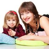 leka för moder för dotter lyckligt Royaltyfri Foto