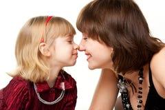 leka för moder för dotter lyckligt Royaltyfri Fotografi