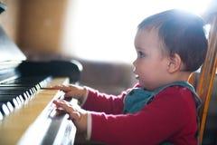leka för piano Arkivbild