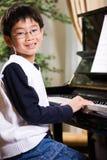 leka för piano Arkivbilder