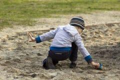 leka för pojke Arkivfoton