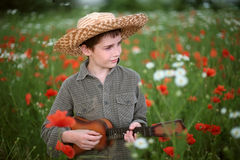 leka för pojkegitarr Royaltyfri Foto